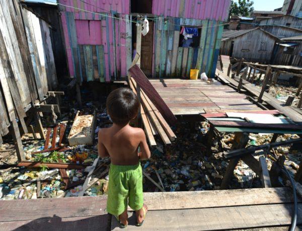 Pobreza e o agravo do saneamento ambiental